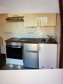 Self contained clean and bright studio/pod. All bills included. In Brierley Hill