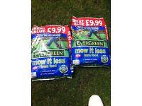 EverGreen Mow It Less Lawn Food 220m sq