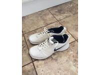 NIKE TRAINERS. (Size 8)