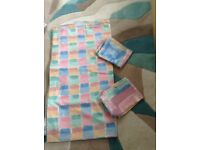 Double bed multi colour duvet cover and matching pillowcases