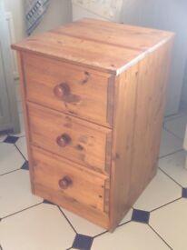 Three drawers - modern pine