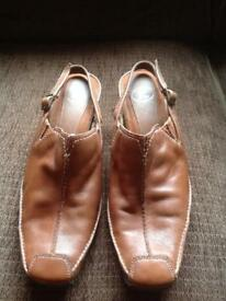 Brown leather size 5 K brand shoes.