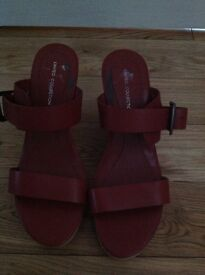 A PAIR OF NEW WEDGE HEEL SHOES IN RED ( SIZE 5)
