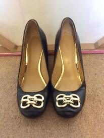Black court heel