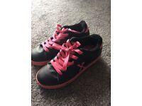 Girls Wheeled Skate Shoes/ Heelys Size 4