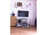ALMOST NEW 42 INCH LG SMART 3D LED WI-FI TV ONLY £350 WITH ACCESSORIES