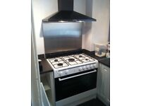 5 burner range gas cooker with extractor hood and back splash