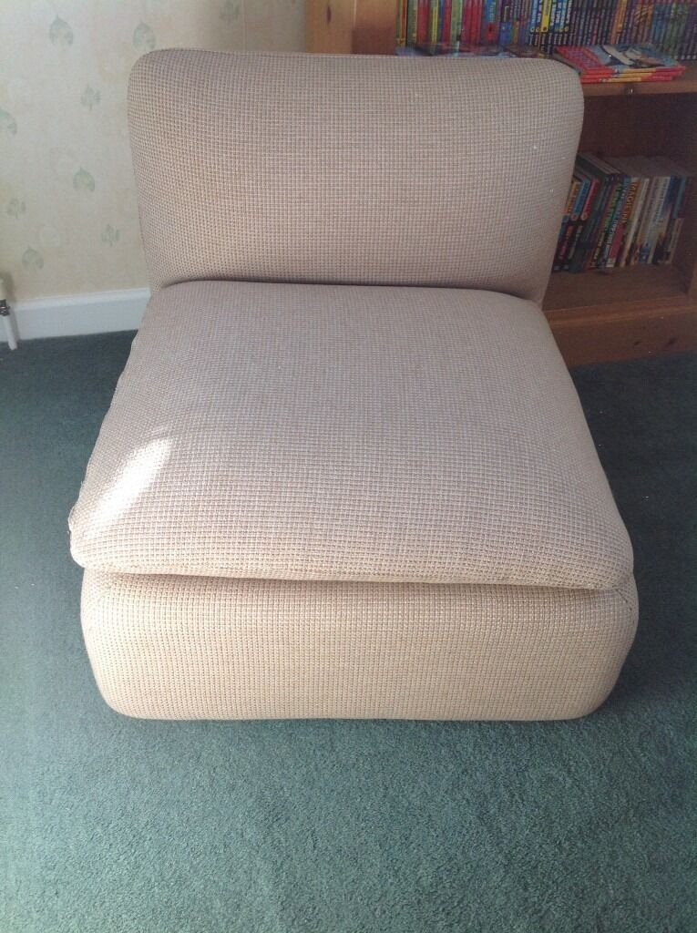 CHAIR / VERY CLEAN FROM NON SMOKING AND PET FREE HOME