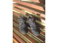 Men's walking -hiking shoes size 7 excellent condition