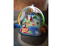 BABY PLAYMAT WITH ANIMAL SOUNDS AND MUSIC VERY GOOD CONDITION.