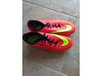 Girls UK size 5 Nike football boots