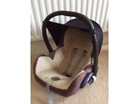 Well-priced Maxi Cosi car seat with bugaboo bee adaptors