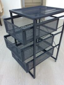 Metal file cabinet on wheels 3 drawers great condition