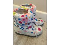 Girls White & spotty Alpine snow boots size 11 / 12