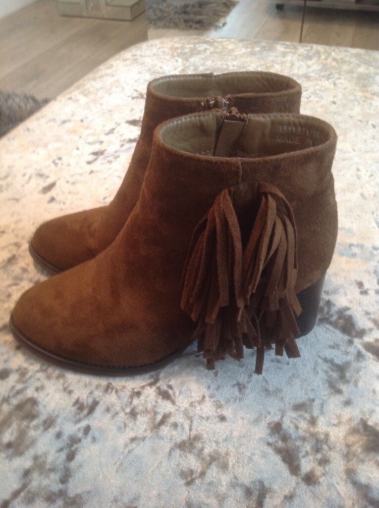 Girls newlook suede boots size 2