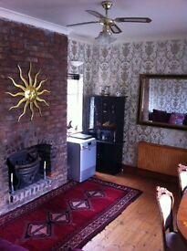 Double Room lovely House under 2 miles from Manchester centre -WIFI- off Rd Parking Salford, MCR
