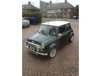 CLASSIC 1275 MINI COOPER. RACING GREEN WHITE ROOF