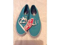 Girls Brand new with tags, Vans size 13.5
