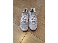 White Nike Huaraches - Size 10