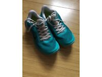Nike 3.0 green trainerssize 6. Would say a small size 6.
