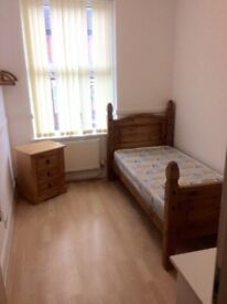single room available for short term let- kensington L6 Rufford road- bills inc