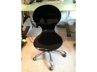 Black high-gloss office swivel chair