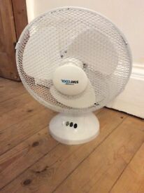 Staycool room fan three speeds, oscillating movement to circulate air
