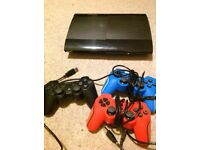 PS3 super slim 500gb, 5 controllers, games