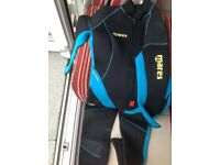 Mares wetsuit blue and black