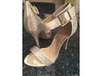 Sparkly dress shoes ivory and rhinestone size 7