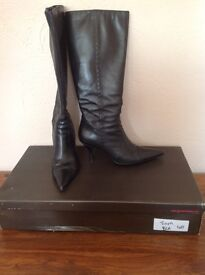 Ladies Knee high leather boots.