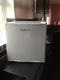 LEC Small counter top freezer