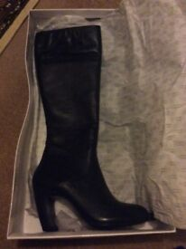 Amazing condition- Hallie Berry knee length leather boots for only just £10.