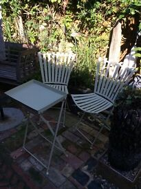 Cream metal garden tray table & two chairs. Foldable. VG cond. Quality heavy pieces. Patio set.