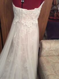 New never been worn wedding gown, petite size 10-12, cost new £1600