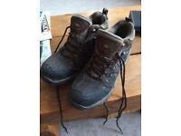 Unisex walking boots size 8 (42). Excellent condition