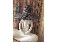 Lady's wide brim back &white sun hat