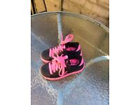 Girls sidewalk sports shoes size 9 with wheels