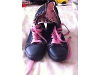 Split sole dance shoes size 6