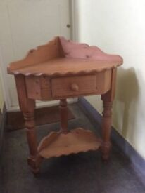 Pine corner table
