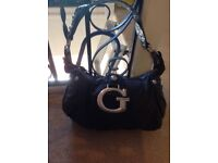 USED BLACK GUESS HANDBAG IN GOOD CONDITION