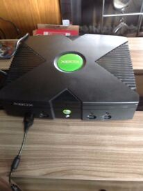 Original Xbox console with all leads and controller