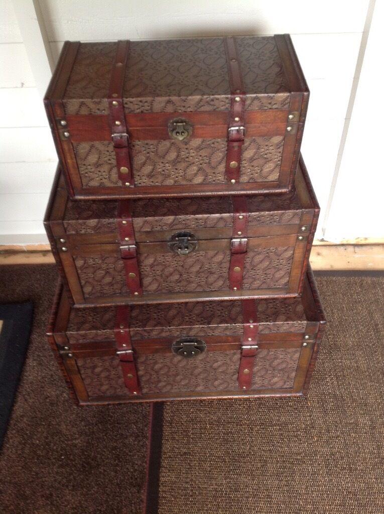 Set of three chests
