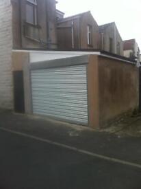 Double garage storage lock up to rent