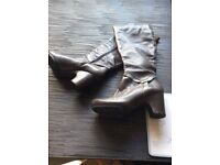 Stunning clarks grey leather boots size 6
