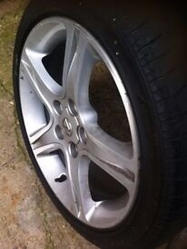 5 Lexus IS200 17 Inch Alloys with tyres