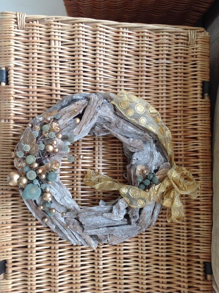 Driftwood decorated Christmas wreath with ribbon