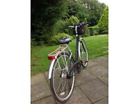 Lady's hybrid Kensington 5 speed Bicycle in perfect condition .
