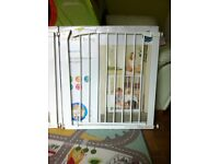 Mothercare safety gate 75-82cm openings