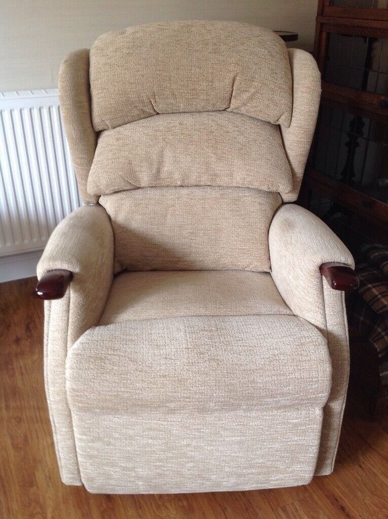Awesome Hsl Riser Recliner Armchair Electric Action Beige Fabric Upholstery Good Condition In Bridport Dorset Gumtree Inzonedesignstudio Interior Chair Design Inzonedesignstudiocom